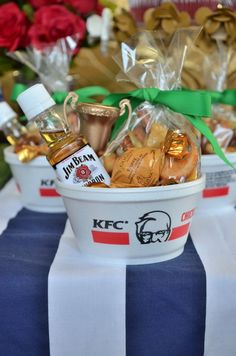 Kentucky derby party favors derby dinner, derby day, sorry game, derby ga. Derby Dinner, Derby Day, Kentucky Derby Food, Kentucky Derby Party Ideas, Derby Games, My Horse, Derby Horse, Bridal Shower Favors, Pin Up