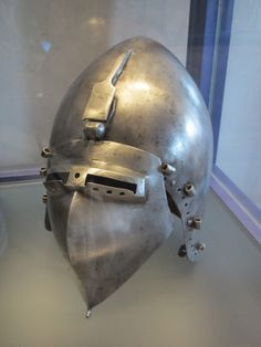 Bascinet, Musée de Valere, Sion 1350-1380 German.