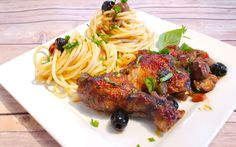 An awesome recipe for Italian Chicken Cacciatore in a wine and tomato sauce. Best served with Bucatini pasta or wild rice. Italian Chicken Cacciatore, Bucatini Pasta, Wine Sauce, Wild Rice, Stuffed Green Peppers, How To Cook Chicken, Tomato Sauce, Tandoori Chicken, Bon Appetit