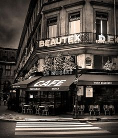 coffee shop in paris