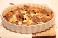 Almondegas no forno com mozarela, tomate e azeitonas