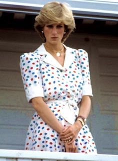 Say what you will, I loved Lady Diana. She exuded charisma, elegance, class. Princess Diana looked exactly like all little girls think a Princess looks like. Kate is pretty but does not share that SPARK Diana had. Princess Diana Fashion, Princess Diana Photos, Princess Diana Family, Royal Princess, Princess Of Wales, Lady Diana Spencer, Kate Middleton, Charles And Diana, Prince Charles