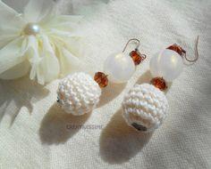 Orecchini a pallina all'uncinetto avorio  di CREATIVISSIME su DaWanda.com