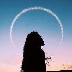 silhouette of a girl against the sky Pic Tumblr, Girls Tumblrs, Tmblr Girl, Into The Wild, Belle Photo, Pretty Pictures, Summer Vibes, Art Photography, Travel Photography