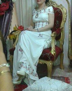 #لباس-تقليدي-قبايلي #تقاليد_جزائرية #عصرية #تصديرة_العروس_الجزائرية #حلي-الفضة #تقاليد_جزائرية #عاصمي #عصري #تصديرة_العروس_الجزائرية #عادات_وتقاليد #عروس #الجزائر-البيضاء #ازياء