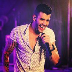 Gusttavo Lima singing<3