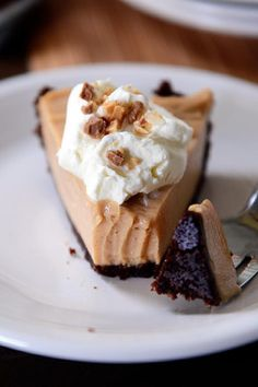 Easy Creamy Peanut Butter Pie with Chocolate Cookie Crust!!