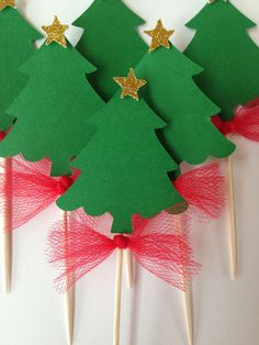 Christmas tree cupcake toppers – My CMS Christmas Tree Cupcakes, Christmas Party Favors, Christmas Tree Themes, Christmas Centerpieces, Christmas Crafts For Kids, Christmas Decorations To Make, Tree Decorations, Kids Crafts, Christmas Desserts