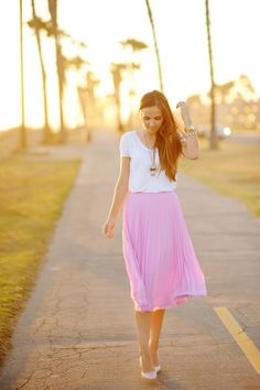 white tee, flowy skirt, pendant necklace, pumps