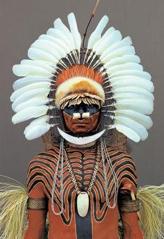 Samo tribesman, Sokabi village, Western Province, Papua New Guinea photo: © Malcolm Kirk Tribes Of The World, We Are The World, People Around The World, Tribal People, Interesting Faces, Man Photo, Papua New Guinea, Tribal Art, World Cultures