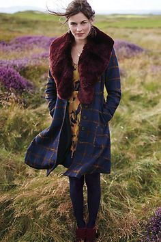 Anthropologie Fiona Plaid Coat Found on my new favorite app Dote Shopping Street Look, Street Style, Winter Wear, Autumn Winter Fashion, Fall Winter, Capsule Wardrobe, Plaid Coat, Navy Coat, Fur Coat
