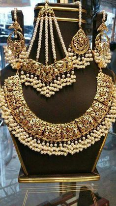 You Should Experience Indian Groom Pearl Necklace At Least Once In Your Lifetime And Here's Why Pakistani Jewelry, Bollywood Jewelry, Indian Wedding Jewelry, Bridal Jewelry, Gold Jewelry, Indian Bridal, Diamond Jewellery, Antique Jewelry, Hyderabadi Jewelry