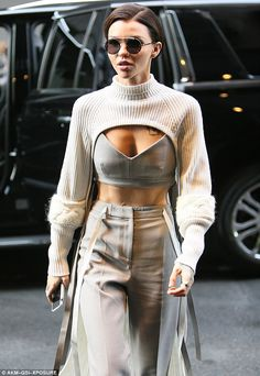 So pretty: The gorgeous actress – rocking Vera Wang sunglasses – chose high-waisted bottoms featuring a flared hemline and a white ribbon belt - Ruby Rose flashes her taunt midriff in crop top with matching trousers Fashion 2020, Look Fashion, Daily Fashion, Runway Fashion, High Fashion, Fashion Design, Fashion Trends, Fashion Details, Luxury Fashion