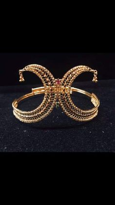Vanki Designs Jewellery, Antique Jewellery Designs, Antique Jewelry, Jewelry Design, 24k Gold Jewelry, Gold Necklaces, Gold Bangles, Gold Earrings, India Jewelry