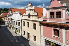 Vila Krumlov ?esk? Krumlov Located in ?esk? Krumlov, 200 metres from the town?s castle, Vila Krumlov offers self-catering accommodations with free WiFi and access to a terrace. The Main Square is only a 1-minute walk away.