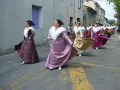 Défilé des arlésiennes à St Eloi Rognonas 35