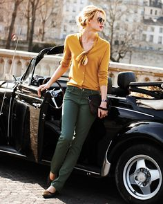 Looks Autumn to me. Works with the teal jeans.