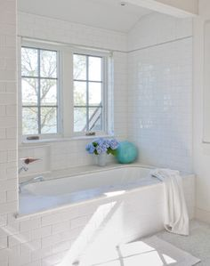 Shelter Island Beach House - beach style - bathroom - new york - Wettling Architects