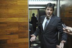 Prefeitura de São Paulo irá contratar 3,5 mil professores da educação infantil e ensino fundamental I; piso salarial, que era de R$ 2,6 mil, passa a ser R$ 3 mil; o caso dos supervisores, o piso passa de R$ 4.460 para R$ 5.146, enquanto o dos diretores aumentam de R$ 4.188 para 4.832. Já para os coordenadores pedagógicos, o piso vai de R$ 3.692 para R$ 4.260
