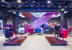 Nike Town launches state of the art customer experience for Mercurial launch Retail Experience, Customer Experience, Shop Front Design, Store Design, Visual Merchandising Fashion, Exhibition Stall, Retail Windows, Environmental Design, Shop Interiors