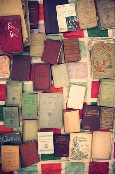 Ein Buch schreiben Writing Tips, Book Lovers, Books To Read, Eyeshadow, Lettering, Display Ideas, Libraries, Addiction, Bucket