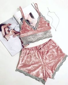 Pijamas sensuales - Under Wear Lingerie Mignonne, Jolie Lingerie, Lingerie Outfits, Pretty Lingerie, Sheer Lingerie, Beautiful Lingerie, Lingerie Sleepwear, Lingerie Set, Nightwear