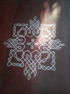 In Chennai Kolam Dots, Rangoli With Dots, Simple Rangoli, Group Art Projects, Canvas Art Projects, Easy Art Projects, Beautiful Mehndi Design, Beautiful Rangoli Designs, Kolam Designs