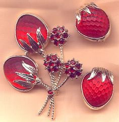 Sarah Coventry Red Glass Strawberry Brooch Earrings Set