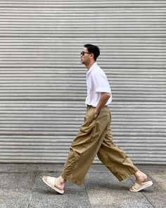 Nice style by kbh_kk Urban Fashion, Boy Fashion, Mens Fashion, Stylish Men, Men Casual, Wide Trousers, Look Man, Photography Poses For Men, Well Dressed Men