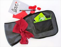 Good Gifts for Guys: Fleece Scarf with Zippered Pocket. Would be a sweet Valentine's Day gift. | Sew4Home