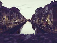 Voglia di aperitivo, passeggiata, cena e ancora passeggiata? A Milano lo puoi fare andando sui #navigli e prenotando uno di questi ristoranti all'aperto. Da provare assolutamente!