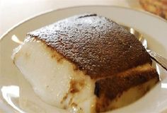 Μια πανεύκολη συνταγή από τη Μικρά Ασία, για ένα υπέροχο Ανατολίτικο γλύκισμα. Καζάν Ντιπί με λίγα υλικά, για εσάς και τους καλεσμένους σας, για την απόλυτη γλυκιά απόλαυση. Υλικά 1 1/2 λίτρο γάλα 2 1/2 φλ. τσαγιού ζάχαρη άχνη + 1/4 φλ. επιπλέον 2 φλ. τσαγιού ρυζάλευρο 2 καψουλίτσες βανίλ Greek Sweets, Greek Desserts, Turkish Recipes, Greek Recipes, Sweets Recipes, Cooking Recipes, Greek Cake, Low Calorie Cake, How To Make Cake