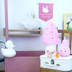Starting this rainy day with some #pinklove ...also new items in our Little Lovely retailshop from next week on!  #alittlelovelycompany #kidsroom #girlsroom #pearnightlight #swanlove #retailonly