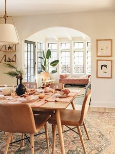 Stylish 46 Elegant Dining Room Design Ideas That Will Amaze You. Oak Dining Table, Simple Dining Table, Dining Table Small Space, Elegant Dining, Small Dining Rooms, Dining Room Modern, Dining Room Tables, Small Living Room Designs, Dining Area