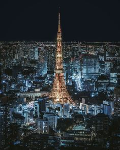 Full body photo of Tokyo tower 🗼 Tokyo Skyline, Paris Skyline, Tokyo Night, Cyberpunk City, Abstract City, Aesthetic Japan, Tokyo Tower, Dream City, Night City