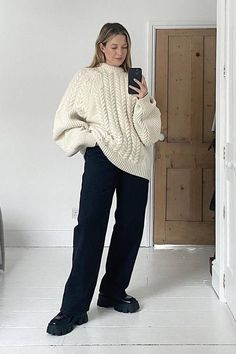 The 22 Best Cable-Knit Jumpers to Keep You Cosy and Chic | Who What Wear Knitted Jumper Outfit, Cable Knit Jumper, Stylish Winter Outfits, Cute Casual Outfits, Outfit Winter, Mode Simple, Wide Trousers, Tonne, Teenager Outfits