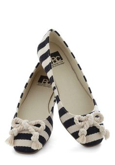 Pier and Dear Flats by BC Shoes - Stripes Bows Flat Nautical Woven Black White Casual Travel Nautical Outfits, Nautical Fashion, Nautical Style, Nautical Clothing, Nautical Stripes, Nautical Theme, Cute Flats, Cute Shoes, Flats