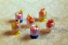 Emilian kotona Havumetsäntiellä: Haastetehtävä osa 1 Ice Cream Bowl, Cream Bowls, Doll Food, Bottles And Jars, Just Desserts, Projects To Try, Miniatures, Clay, Sweets