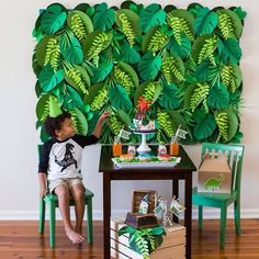 Mini table Dinossauro fofa 🦕amei o painel com folhagem de papel, lindo! They're sized just for kids and crafted of dense hardwood with a smooth, fine grain that makes them durable and easy to clean. Jungle Theme Parties, Jungle Theme Birthday, Lion King Birthday, Dinosaur Birthday Party, Safari Party, Baby Birthday, Hawaiian Party Decorations, Birthday Party Decorations, Jungle Theme Decorations