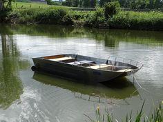 Алюминиевая рыбацкая лодка - Лодка с плоским дном - Лёгкая алюминиевая лодка - Сварная алюминиевая лодка - Рыбацкие лодки - Ля Мальтьер это кустарная французская фабрика по производству спаянных рыбацких лодок и суден из алюминия. Каждая лодка может адаптироваться по запросу клиента.