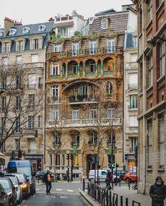 """15.9 k mentions J'aime, 138 commentaires - My Little Paris (@mylittleparis) sur Instagram: """"Au 29 avenue Rapp, dans le 7ème, vous pouvez croiser l'immeuble Lavriotte construit par Jules…"""" Architecture Parisienne, Art Parisien, Little Paris, Paris Ville, Zig Zag, Street View, Street Art, Most Beautiful, Wanderlust"""