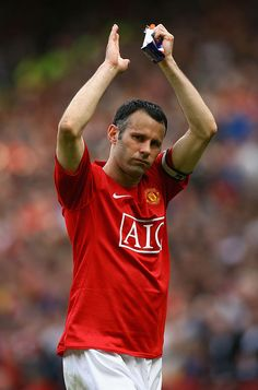 Ryan Giggs of Manchester United applauds the fans after his side clinched the Premier League title at the end of the Barclays Premier League match between Manchester United and Arsenal at Old. Get premium, high resolution news photos at Getty Images Manchester United Wallpaper, Manchester United Players, Manchester United Champions League, Barclays Premier, Barclay Premier League, National Football Teams, Premier League Matches, Old Trafford, Man United