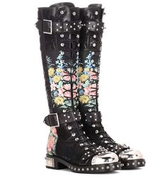 ALEXANDER MCQUEEN Embellished Leather Boots. #alexandermcqueen #shoes #boots