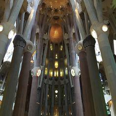 Brukar inte dela bilder från min iPhone... Eller rättare sagt jag tar knappt några bilder med den. #ig_captures #ig_great_pics #barcelona #sagradafamilia  #gaudi #ig_masterpiece #church #design #summer #architecture #architecturalphotography #architecturephotography