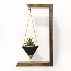 House Plant Cuttings, Plant Supplies, Gardening Gifts by TimberlineStudio Diy Furniture Projects, Diy Wood Projects, Wood Crafts, House Plants Decor, Plant Decor, Diy Hanging, Hanging Plants, Diy Pallet Wall, Creation Deco