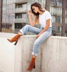 Love this look! #simple  #fashion #women #womensfashion #womensstyle #street #streetfashion #streetstyle #streetwear #denim #boots by britashstyle