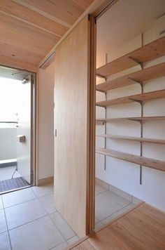 Home & Decor Home Interior Design, Interior Architecture, Sweet Home Design, Plywood Interior, Shoe Room, Dressing Room Design, Modern Tiny House, Japanese Interior, House Entrance
