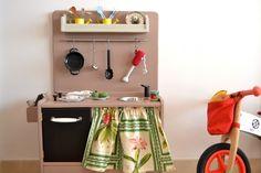 Wooden play kitchen (macarenabilbao.com) #woodentoy #woodenkitchen #macarenabilbao