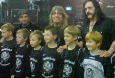 Motörhead sponsoring a young football team Heavy Rock, Heavy Metal, Dark Pictures, Dark Pics, Mikkey Dee, Eddie Clarke, Thrash Metal, My Buddy, Psychobilly