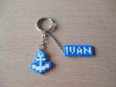 Llavero-de-ancla-con-nombre-hecho-con-hama-beads